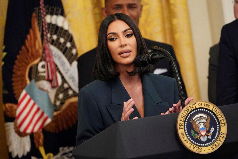 Í heimsókn sinni hjá Donald Trump bað Kim Kardashian West ...