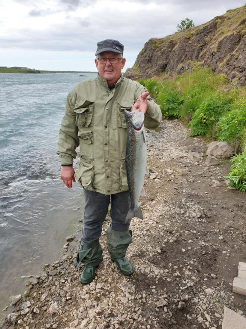 Bogi Karlsson með 2,5 kg lax frá því í morgun.