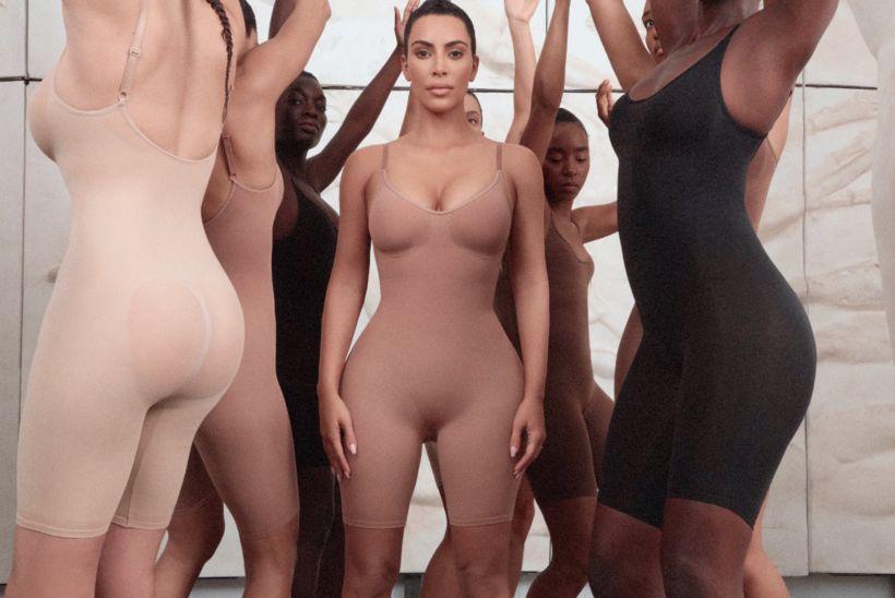 Kim Kardashian í aðhaldsfatnaðinum sem hún hannaði sjálf.