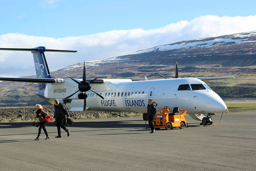 Air Iceland Connect aircraft.