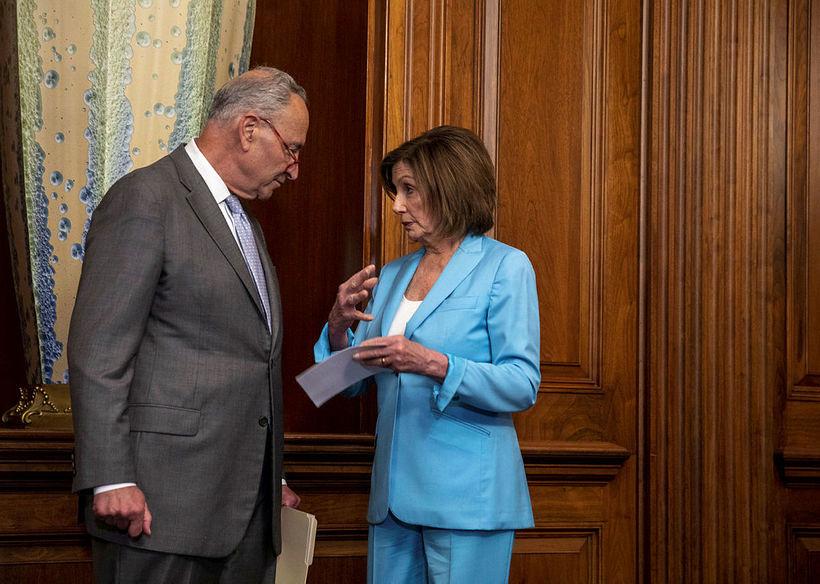 Chuck Schumer, leiðtogi minnihlutans í öldungadeildinni, ásamt Nancy Pelosi, forseta …