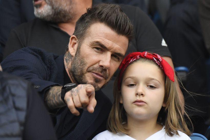 David Beckham með dóttur sinni Harper Seven á fótboltaleik í ...