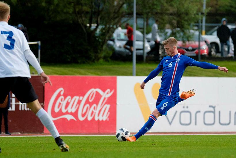 Samúel Kári Friðjónsson í leik með 21-árs landsliði Íslands.
