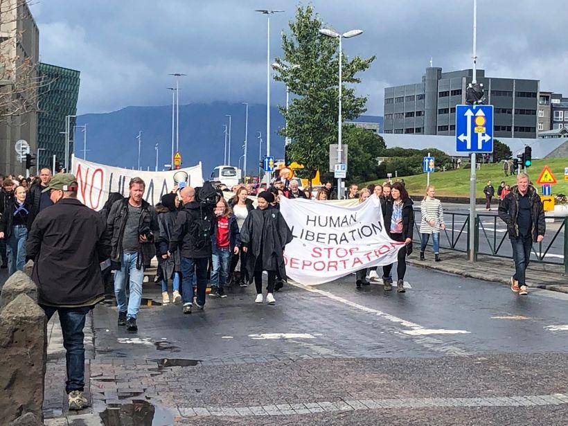 Hópurinn kom við í dómsmálaráðuneytinu á leið sinni frá Hallgrímskirkju.