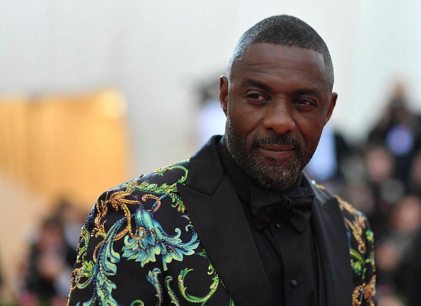 Idris Elba gerði stutt hlé á sýningunni til að kalla ...