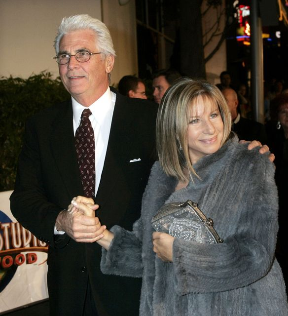 Barbra Streisand giftist James Brolin árið 1998.