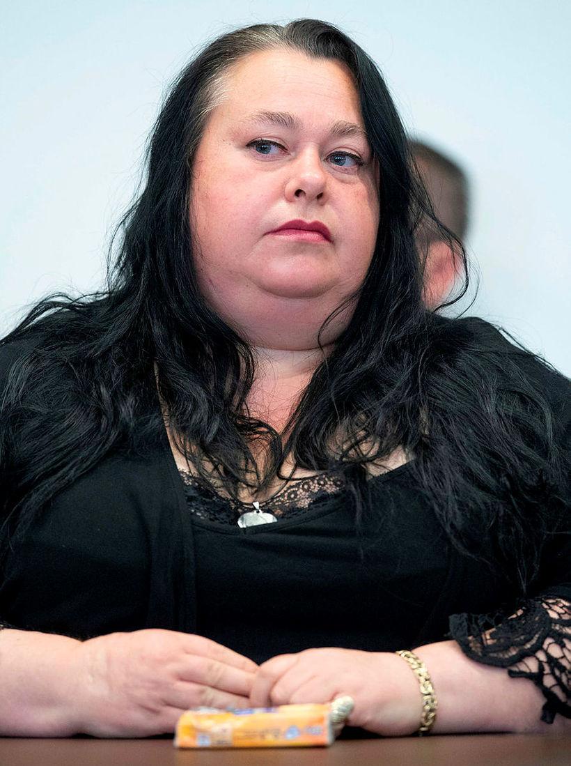 Móðir Susönnu, Diana Feldman, klæddist svörtu öll réttarhöldin sem vörðu ...