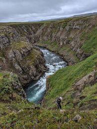 Klifrað niður í Þrælinn í Hafralónsá.