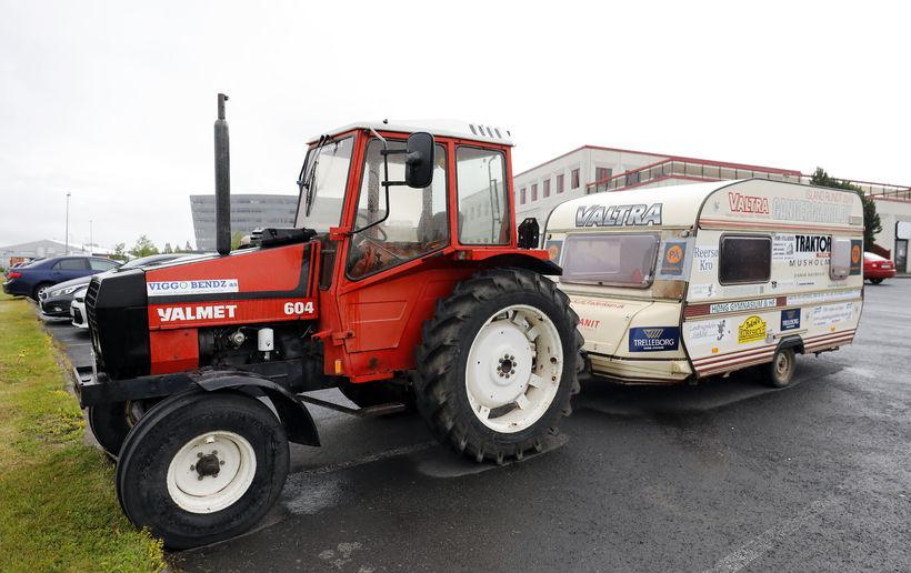 Kurt segist upprunalega hafa keypt traktorinn fyrir bóndabýli sitt.