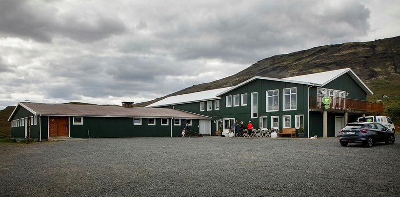 Unnið er að því að rjúfa smitleiðir á bænum.