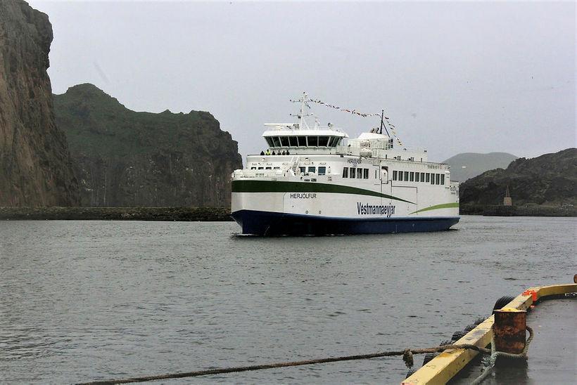 Viðlegukantar í höfninni í Vestmannaeyjum henta ekki nýjum Herjólfi.