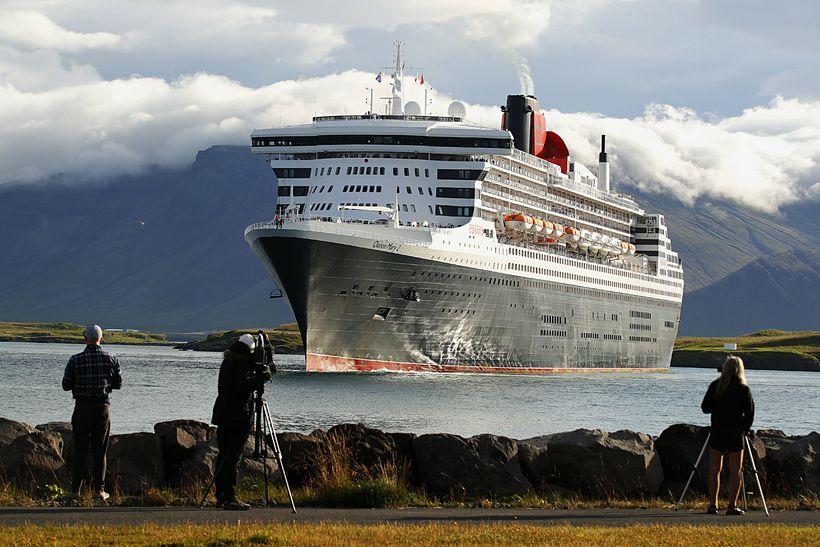 Queen Mary 2 er 345 metrar að lengd.