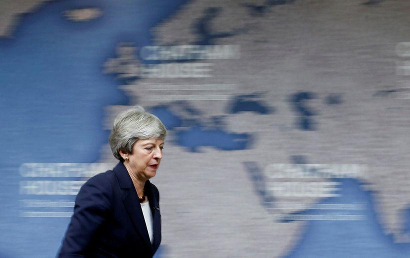 Theresa May forsætisráðherra Bretlands hefur boðað til neyðarfundar vegna olíuskipsins.