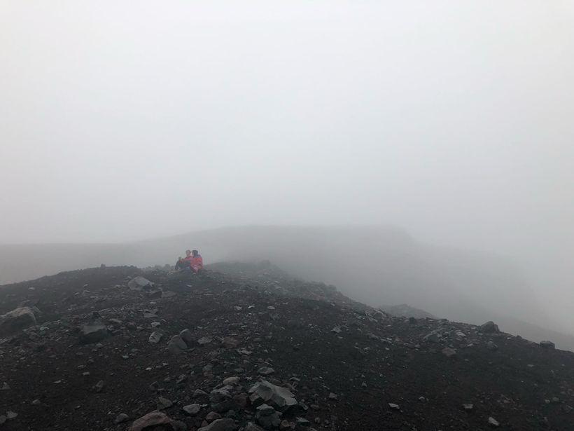 Eins og sést á myndunum var gríðarleg þoka á vettvangi ...