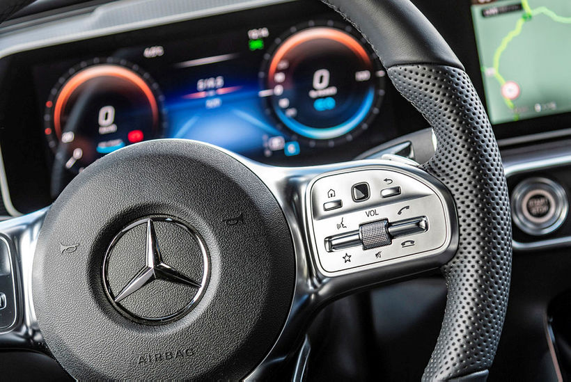Klassísk Mercedes-Benz fegurð einkennir jafnt innra sem ytra byrði EQC.