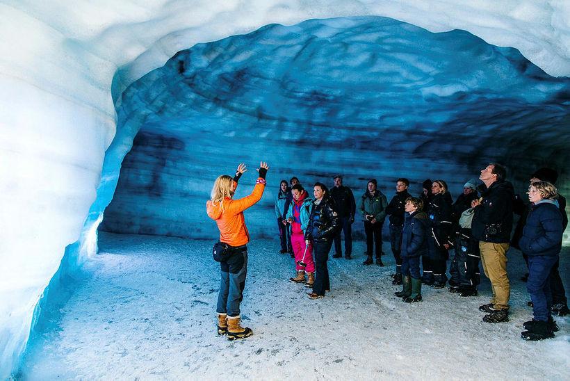 Into the Glacier býður upp á ferðir inn 800 metra ...