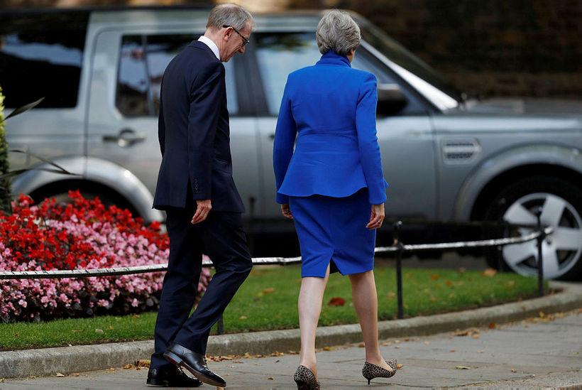 Í kjölfar kveðjuræðu sinnar fór Theresa May forsætisráðherra á fund ...