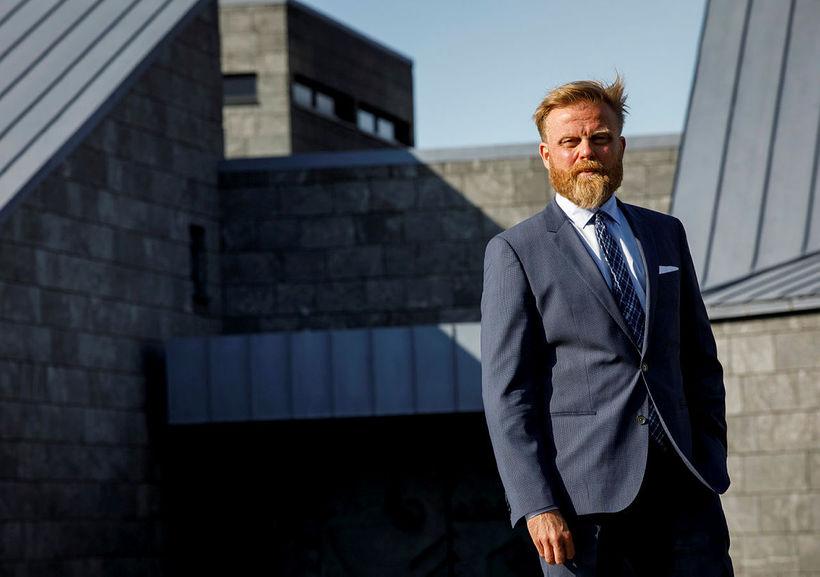 Tilkynnt var í gær að dr. Ásgeir Jónsson hagfræðingur hefði ...