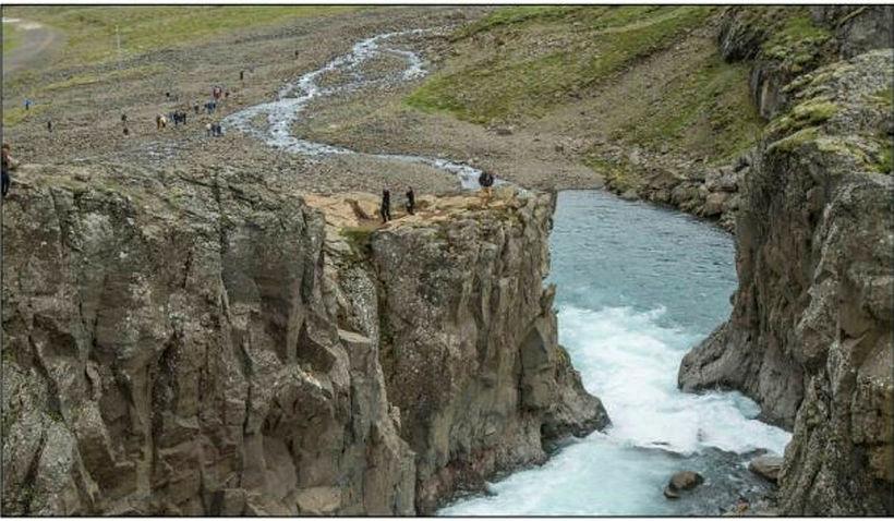 Horft til austurs niður gljúfur Fossár.