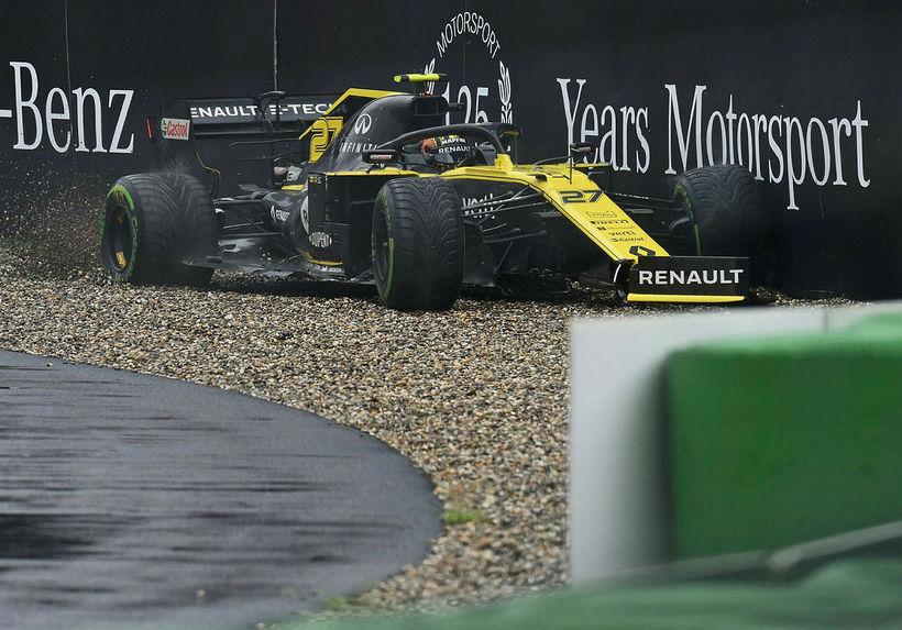 Nico Hülkenberg á Renault var í öðru sæti seint í …