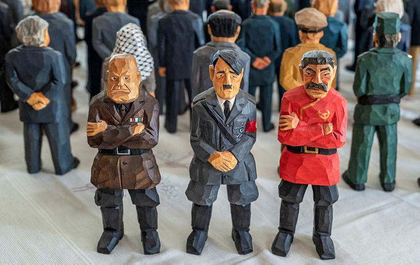 Benito Mussolini, Adolf Hitler og Jósef Stalín voru um tíma ...