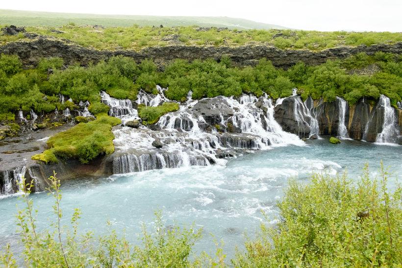 Einstök náttúrufegurð við Hraunfossa.