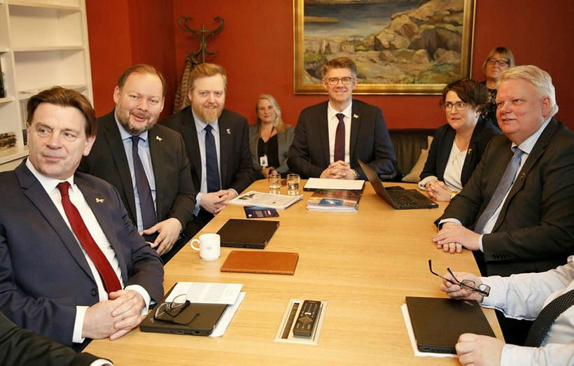 Þingmenn Miðflokksins. Frá vinstri sitja við borðið Karl Gauti Hjaltason, ...