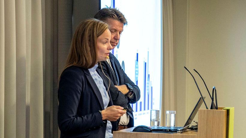 Eva Sóley Guðbjörnsdóttir, framkvæmdastjóri fjármálasviðs Icelandair Group og Bogi Nils ...