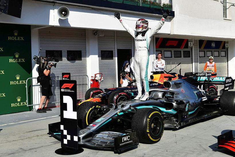 Lewis Hamilton fagnar sigri í Búdapest annað árið í röð.