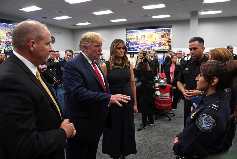 Donald og Melania Trump ræddu við fórnarlömb árásarinnar í El …
