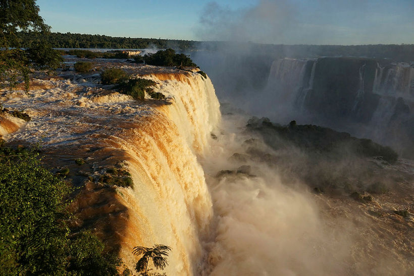 Iguazu fossarnir eru þeir stærstu í heimi og krafturinn í ...