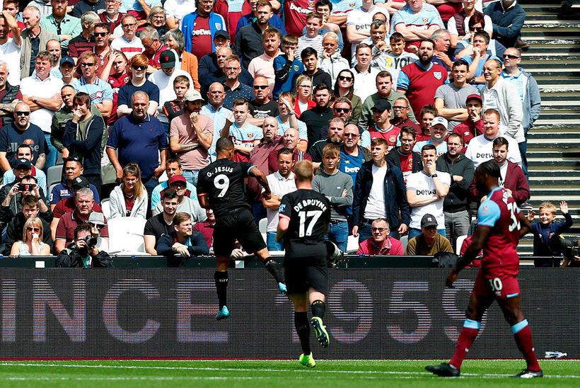 Gabriel Jesus fagnar fyrsta marki sínu gegn West Ham um …