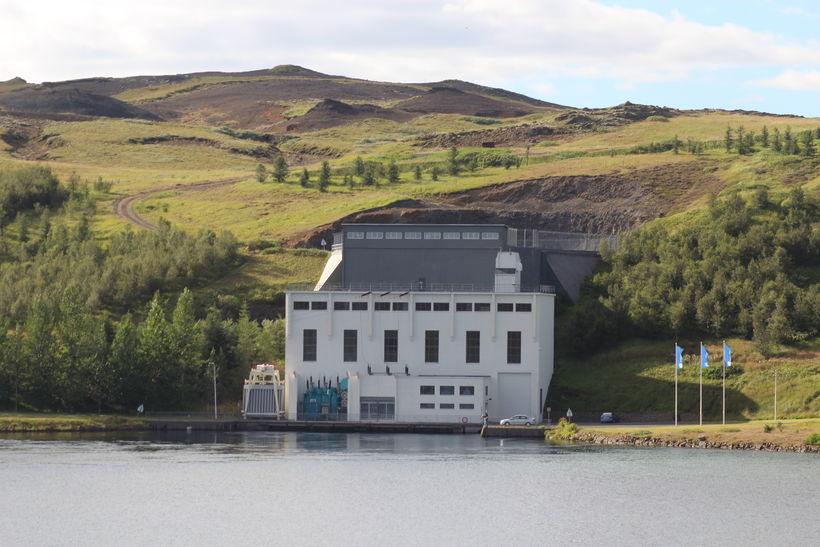 Steingrímsstöð í Sogi. Þingvallavatn er 85 ferkílómetrar að stærð og ...