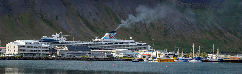 Close to half of visitors to Ísafjörður arrive by cruise …