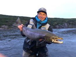 Hilmir Víglundsson með 86 sentímetra fisk úr Hölkná.