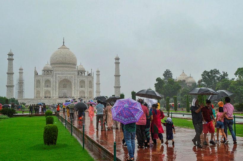 Á rigningardegi við Taj Mahal. Google-skjal sem er öllum opið …