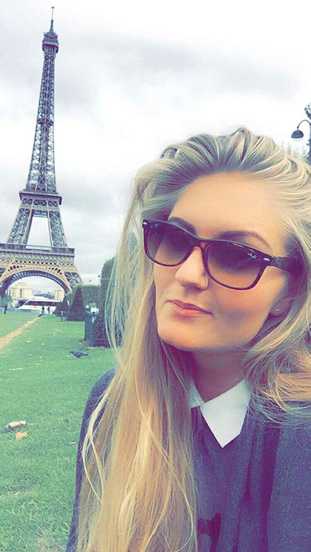 Dagný við Eiffelturninn.