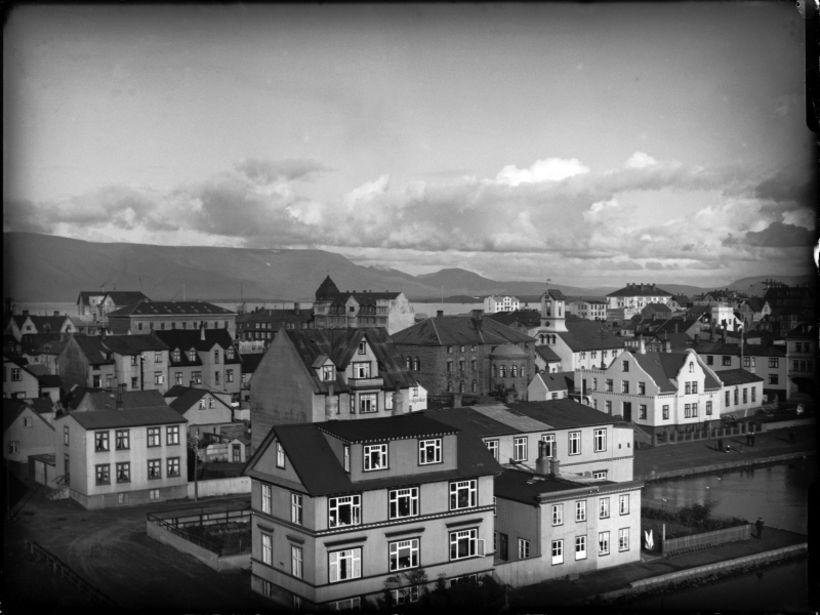 Fundurinn var haldinn í Bárubúð við Vonarstræti, sem hér sést ...