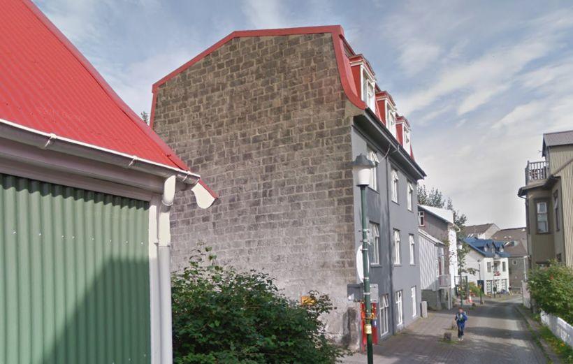 Mjóstræti 6 árið 2013, um níutíu árum eftir kökuátið.