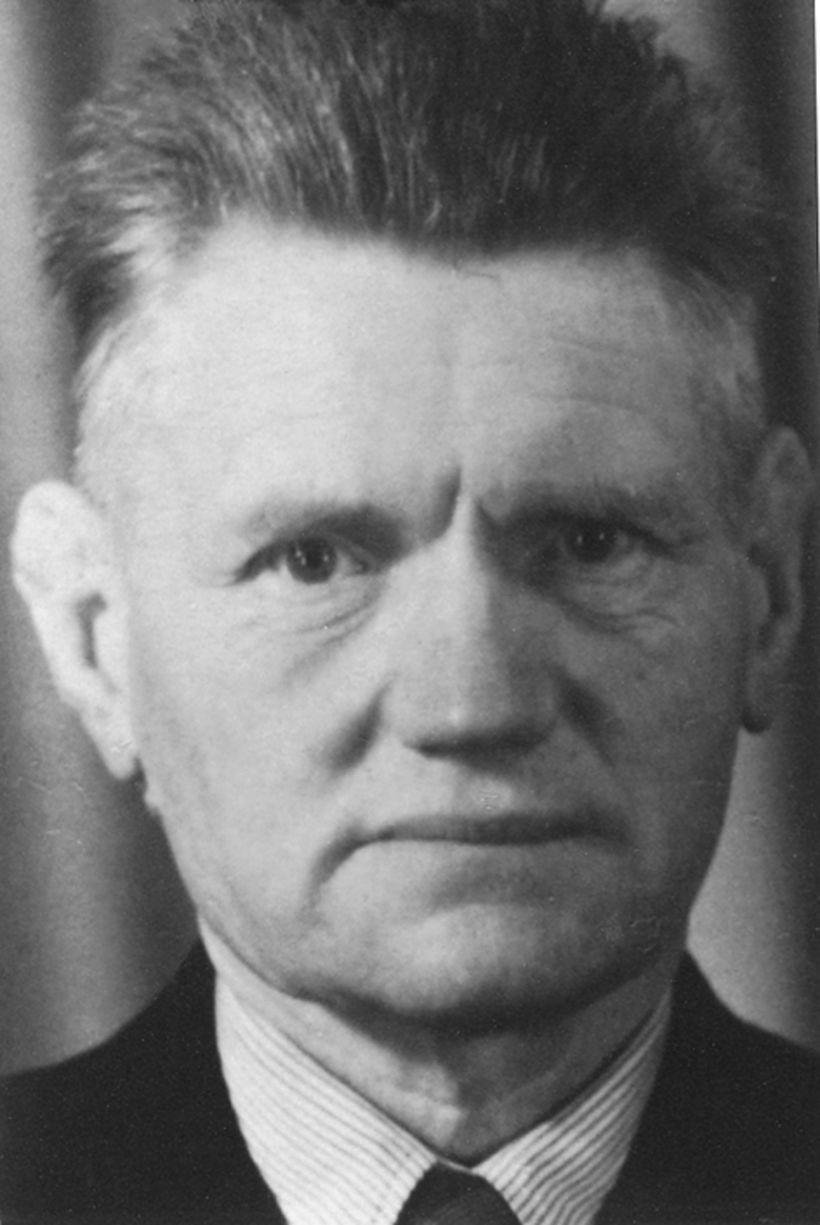 Pétur Ottesen þingmaður. Hann hreyfði einnig ítrekað þeirri hugmynd að ...