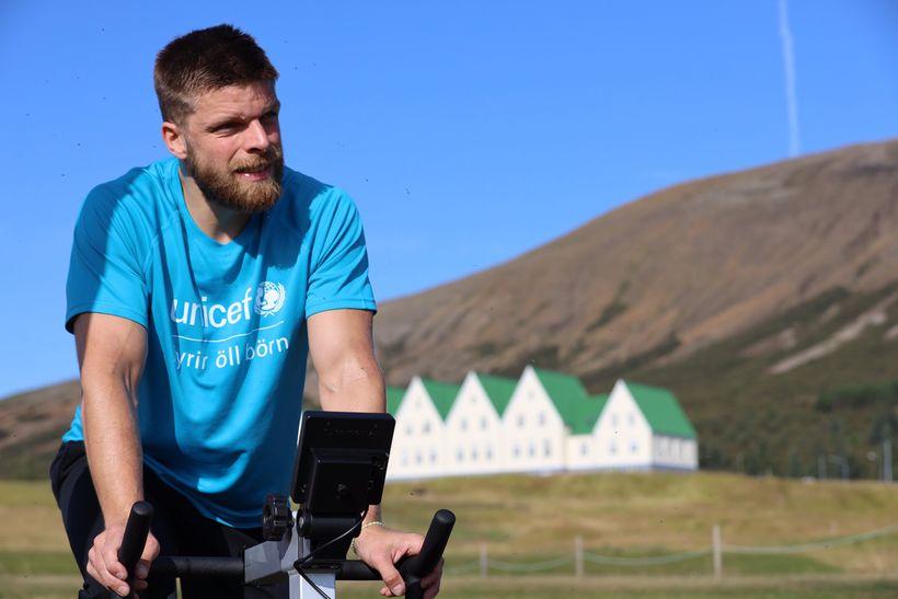 Einar á hjólinu.