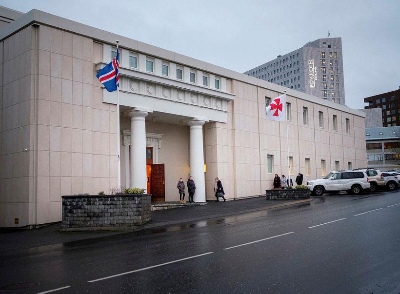 Frímúrarareglan er með höfuðstöðvar sínar við Bríetartún 3-5 í Reykjavík.