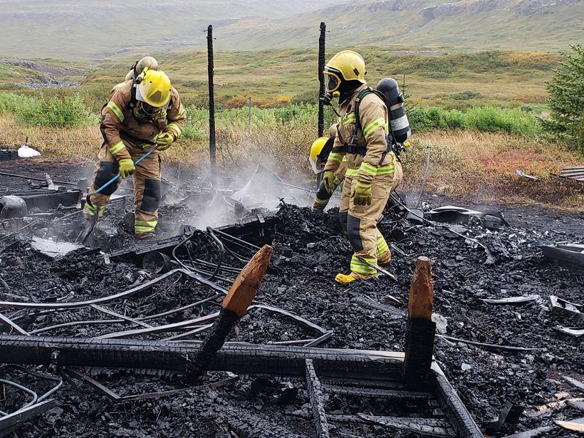 Sumarbústaðurinn í Holtsdal brann til kaldra kola.