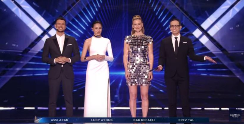 Hér er Bar Refaeli ásamt að kynna Eurovision í maí.