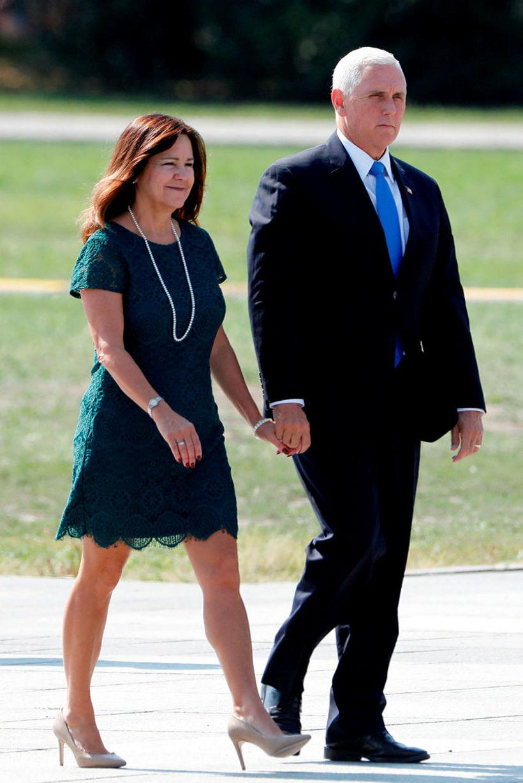 Varaforsetahjónin Karen og Mike Pence.