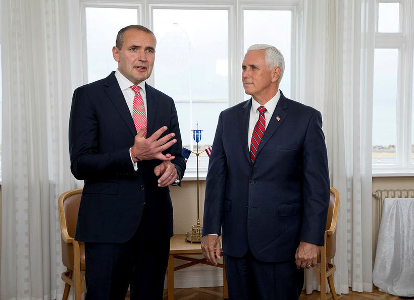 Notice the bracelet President Guðni Th. Jóhannesson is wearing.