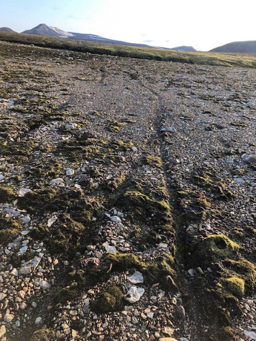 Skemmdirnar eru utan merktra slóða fyrir fjallahjól.