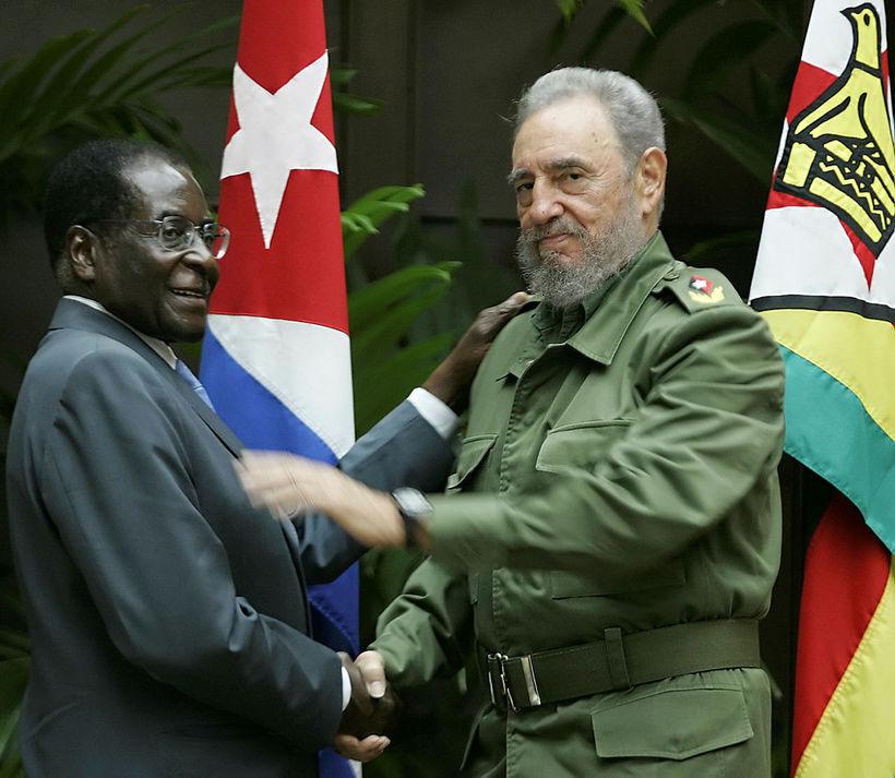 Robert Mugabe og Fidel Castro.