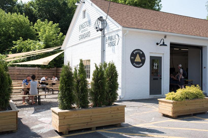Kingston Standard Brewing Company er í eigu Tait eiginmanns Fríðu.