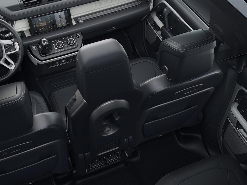 Úr innanrými hins nýja Land Rover Defender.